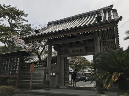 光明寺 総門 斜めから