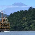 芦ノ湖と海賊船と富士山