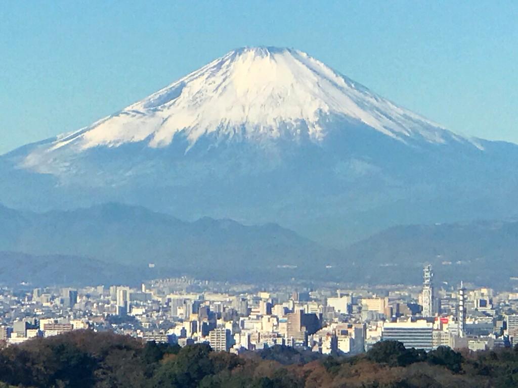 鎌倉の絶景スポット、天園ハイキングコースから富士山と獅子舞の紅葉を見る