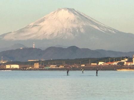 茅ケ崎ヘッドランドの初日の出と富士山