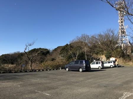 披露山公園の駐車場