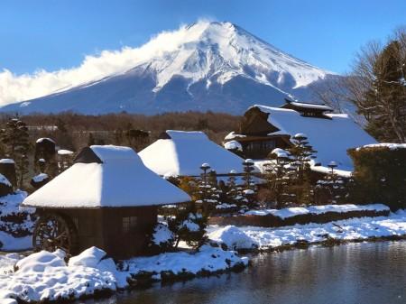 忍野八海 榛の木林 資料館 展望台から富士山