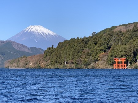 iPhone XS Maxの3.5倍ズームで箱根芦ノ湖と富士山を撮影